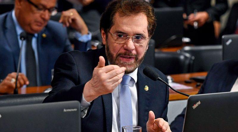 Plínio Valério pede votação urgente de projeto dele que institui a taxação Fonte: Agência Senado